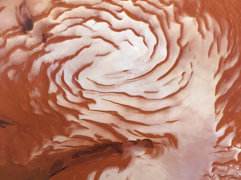 Спирални структури на полюсите на Марс свидетелстват за историята на настъпването и отстъпването на ледниците. © ESA/DLR/FU-Berlin/Ralf Jaumann