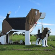 Dog-Bark-Park-Inn-Weirdest-Hotel