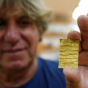 Korac displays recently found golden amulet at the Viminacium site