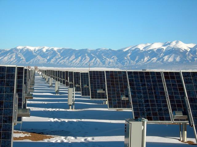 solar-panel-array-1591359_640