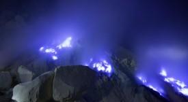 Вулканът Кава Йен, източна Ява, Индонезия