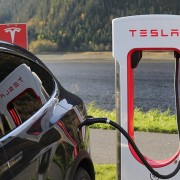 Зарядна станция на Tesla motors, pixabay.com