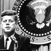Джон Ф. Кенеди, 35 - и американски президент от 1961 до 1963. Застрелян е на 22 ноември 1963 г. в Далас, Тексас.