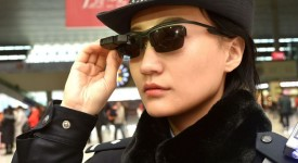 Очилата със софтуер за лицево разпознаване позволяват на полицията да идентифицира престъпници в тълпата.