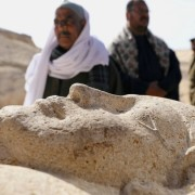 Каменен саркофаг, част от откритията в Миня