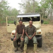 Винай Кумар и Срикант Рао, служители в националния парк