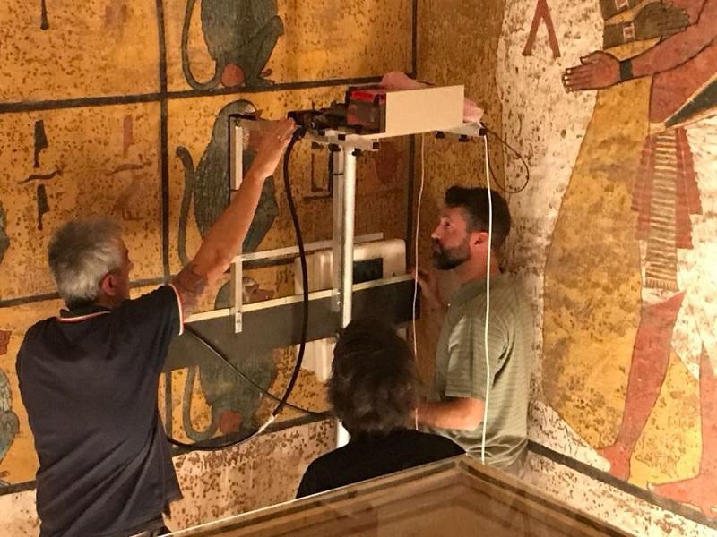 Италиански екип се опитва да разкрие тайните на гробницата на Тутанкамон