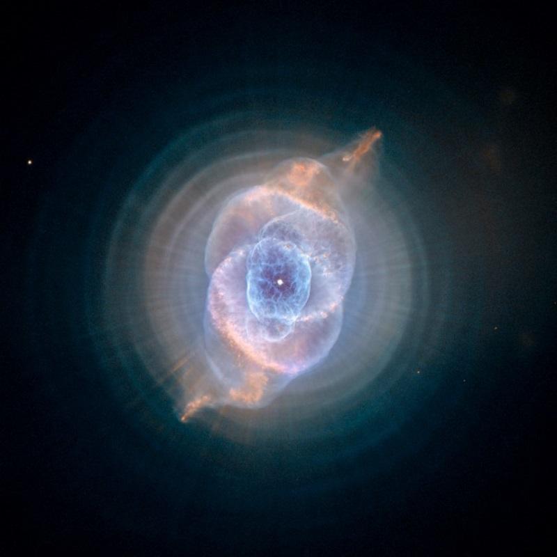 """Мъглата (Небула) """"Котешко око"""" показва как може да изглежда една планетарна мъгла. НАСА"""
