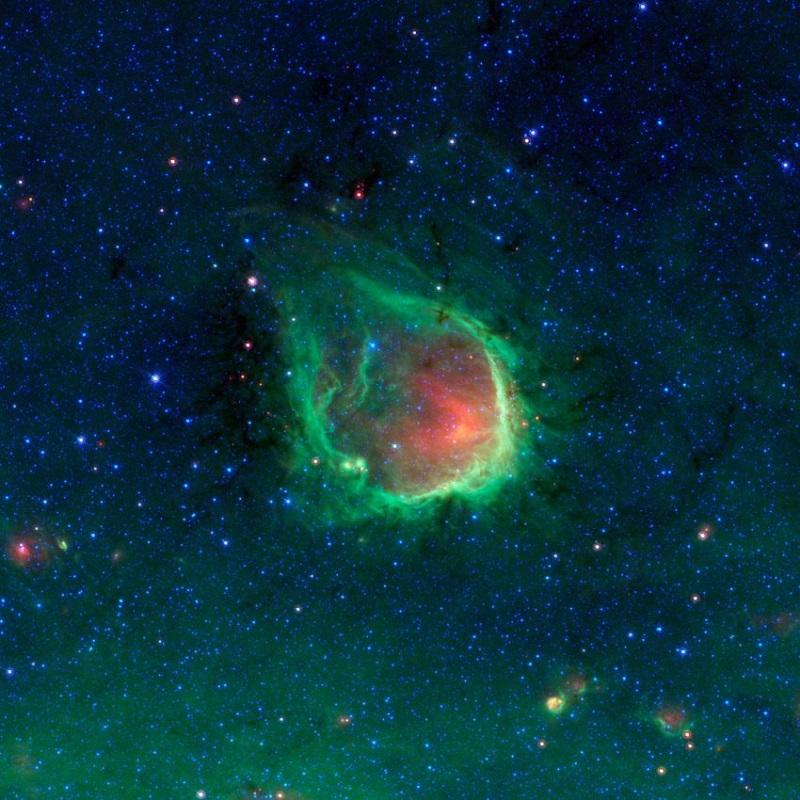 Когато гледаме към небето този мехур нагорещени газове и светещ прах остава невидим. С инфрачервената видимост на Спицър обаче се вижда съвсем ясно. В центъра на това образувание, наречено RCW 120, се намират няколко големи звезди.