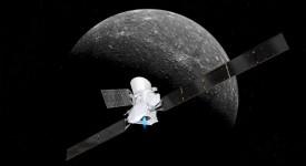 Художествено изображение на прелитането на БепиКоломбо покрай Меркурий